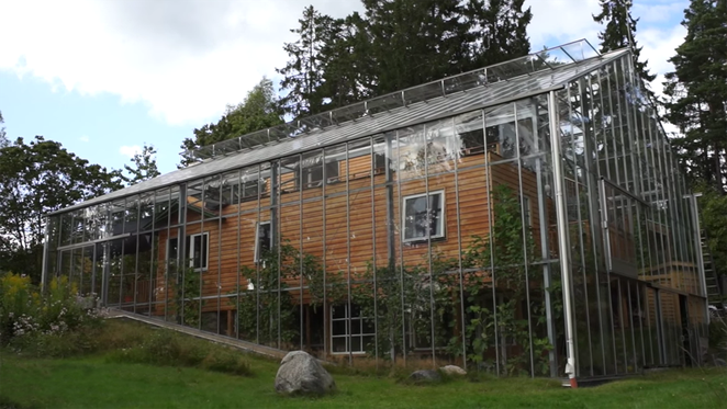 Swedish Family Surrounds Home With Greenhouse To Keep It Warm