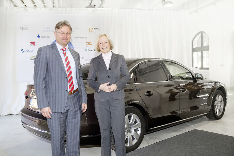 Minister of Research, Prof. Dr. Johanna Wanka, and Reiner Mangold, Head of Sustainable Product Development at AUDI AG, refueled the Minister's official car - a Audi A8 3.0 TDI clean diesel quattro - with the first five liters of Audi e-diesel.